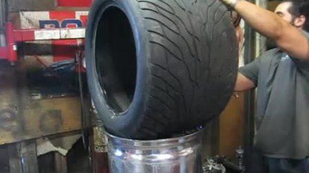 看下超大J值轮毂怎么套胎