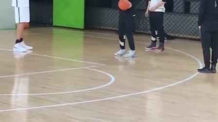 14岁2米17高昕封闭特训,预测身高2米30中国篮球未来的希望