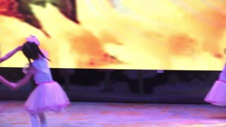 5.东莞飞舞艺术中心2018年第六届文艺汇演《左手右手》东莞飞舞舞蹈艺术中心 少儿舞蹈培训 东莞南城少儿拉丁舞