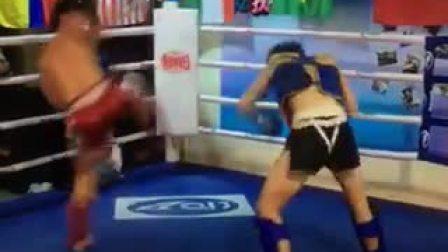 2人练拳击