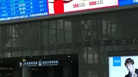 南京南站-候车大厅通道大屏1