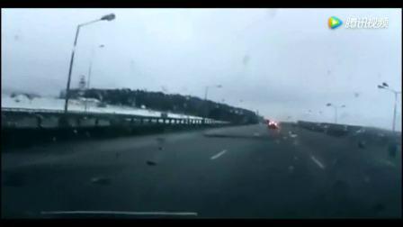 行车记录仪拍下高速公路这恐怖的一幕, 当灾难来临时想避也避不了