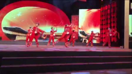 《魅力中国行》全国春节联欢晚会、海宁市方园舞蹈艺术团表演的腰鼓舞蹈《中国美》