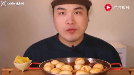 韩国吃播豪放派大胃王donkey弟弟吃18个鸡蛋辣炒年糕, 喝凤梨果汁