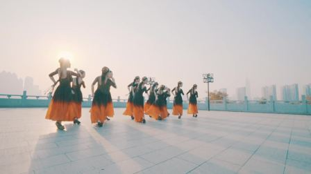 超美的温柔新疆舞, 展现特色民族风。