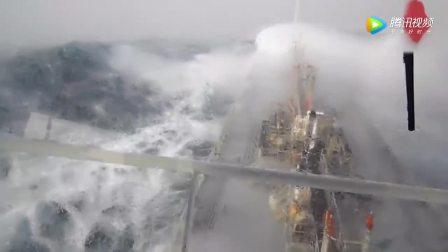 万吨货轮穿越太平洋 堪比大片