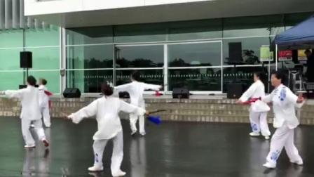 2018年2月3日新西兰抒怀剑队在新春花市上表演《一剪梅》