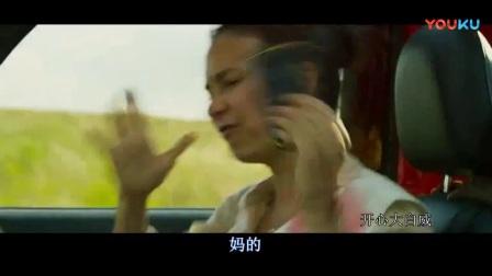 """战狼2- 搞笑 女人气愤下车之后看见""""海军陆战队""""又赶紧上车, 被吴京说海军陆战队接你来了"""