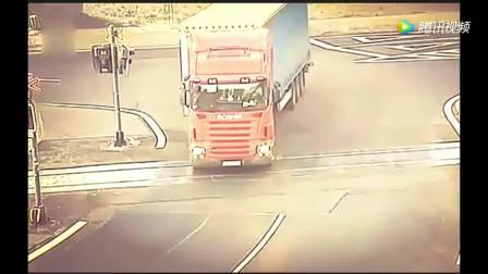 这样的车祸真是第一次见, 交警都看懵圈了!