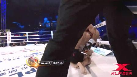 刚刚发生劲爆降服, 中国勇士重拳暴击KO对手, 按地上暴打50秒