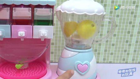 小猪佩奇水果榨汁做冰豆豆冰淇淋