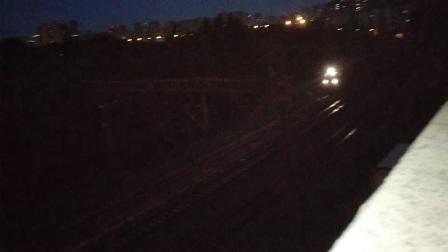 单机和谐电力机车进杭州牵挂客车