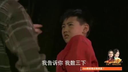 三个大男人深夜搞事情,当街殴打小孩,真没素质!深圳这地方真邪乎,一个小孩就知道拿身份证挣钱,惊呆小伙!