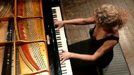 "Elisa Tomellini第一个女人的钢琴家搬演 ""LISZT-PAGANINI ""LA CAMPANELLA"" first version 1838"""