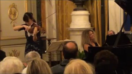 "Elisa Tomellini 意大利的钢琴家和 Bin Huang 中国的小提琴手搬演 ""勃拉姆斯的VIOLIN SONATA N° 3 OP.108"""