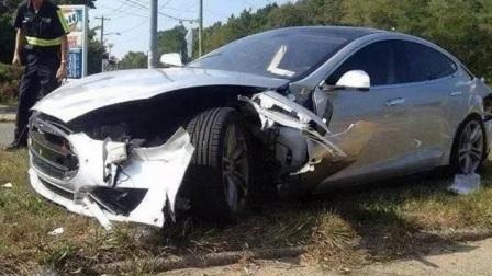 """特斯拉认了,全球首例""""自动驾驶""""致车祸发生在中国"""