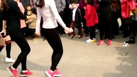 美女广场舞