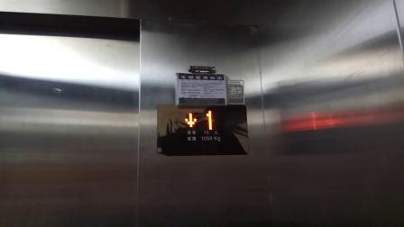 四川省成都市龙泉驿区某永辉超市往停车场的电梯