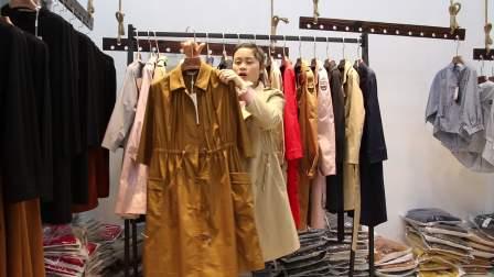 精品女装批发服装批发时尚新款风衣15件起批,可挑款零售混批