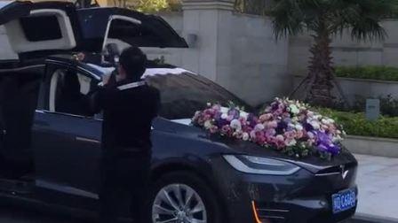 土豪结婚清一色的特斯拉, 奔驰车也只能靠边站了