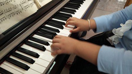 宇航电钢琴弹奏《钢琴天天练练》