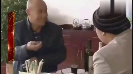 二百五老汉下饭店遇到牛B老板娘!笑掉大牙了