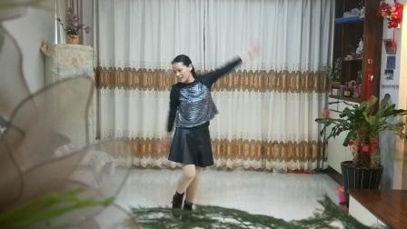 含羞草广场舞《昨夜的雨今夜的你》64步水蜜桃老师编舞。