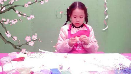第18集 丽约和她的玩具:玩水晶泥(做蛋糕杯)