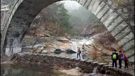 沂蒙山上的清澈绿水