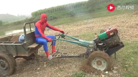 """你一定没见过的, 越南""""蜘蛛侠""""开手扶拖拉机运土, 小拖拉机不给力, 还没牛车好用"""