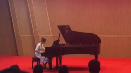 女儿2018_3_22在优秀生音乐会的演出