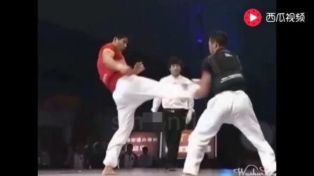 这才是真正的中国武术, 终于走上擂台打比赛了, 这脚踢的真狠啊! !