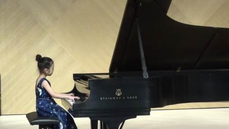 7岁Chloe Sun plays Polonaise 125 in G minor by Bach