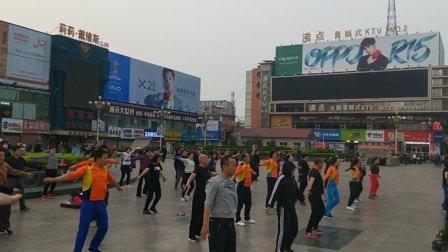 山西省临汾市晨练,国家级健身指导员带动全民健身体育体能