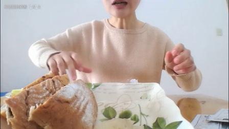青芒果蘸辣椒酱吃过吗?罗森便利店蛋黄肉松青团+红豆沙慕斯青团;骆驼酸奶配菠萝