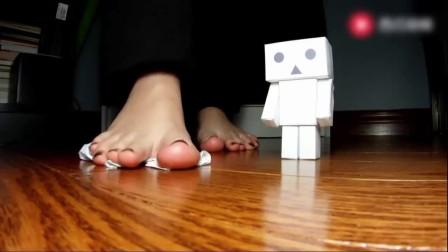 """美女来挑战:美丫妹美脚对决""""机器人""""这个厉害了"""