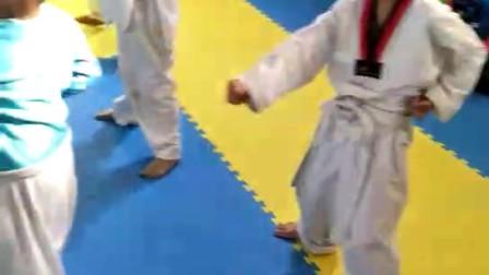 儿子学跆拳道