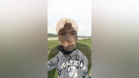 搞笑视频:农村小伙跟美女野外相遇一见钟情,路人的做法让人愤怒