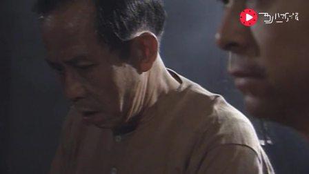 精武门, 在狱中的青帮六爷雄风不减, 打起架来还是那么狠, 痛快