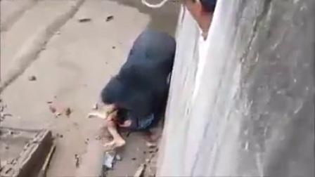500斤巨熊 活生生吃了一个人