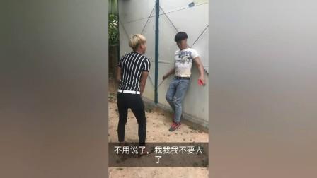 搞笑视频:农村小伙问路人哪有厕所,结局太逗了