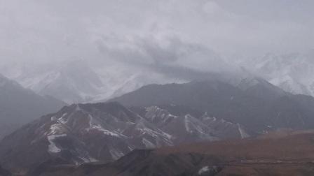 甘肃省肃南裕固族自治县四月的祁连山脉