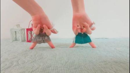 两姐妹大玩手指舞, SOPHIE RUBY - Twinkle