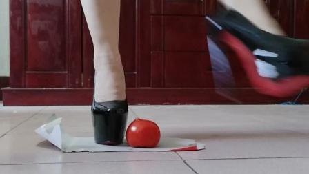 米悠悠广场舞一高跟鞋玩水果