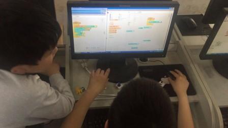 小学生编程学习。