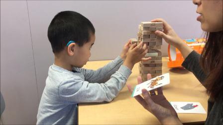 小宝四岁半,自闭症。语言训练师在教小宝发音
