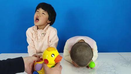 亲子互动玩具大黄鸭, 捣蛋小妹吹气溜小鸭!