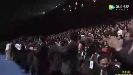 这才是大哥级人物, 李嘉诚喊哥, 王健林站着为他鼓掌握手!