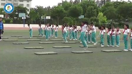人教版体育与健康一至二年级 各种方式的单双脚跳与游戏 教学视频,获奖课视频
