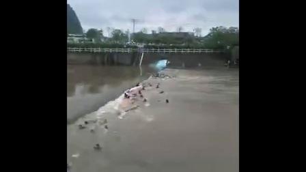 广西桂林龙舟演练时翻船 已确认致11人死亡6人失联